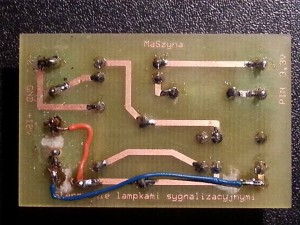 Zmodyfikowana płytka zasilania lampki umożliwiająca ściemnianie (podłączenie napięcia 12V i np. 5V)